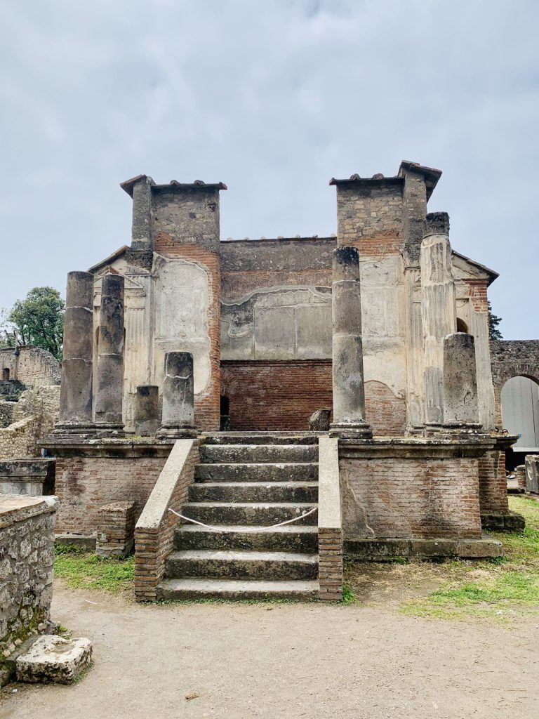 temple at pompeii
